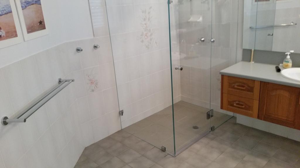 Frameless Showerscreen
