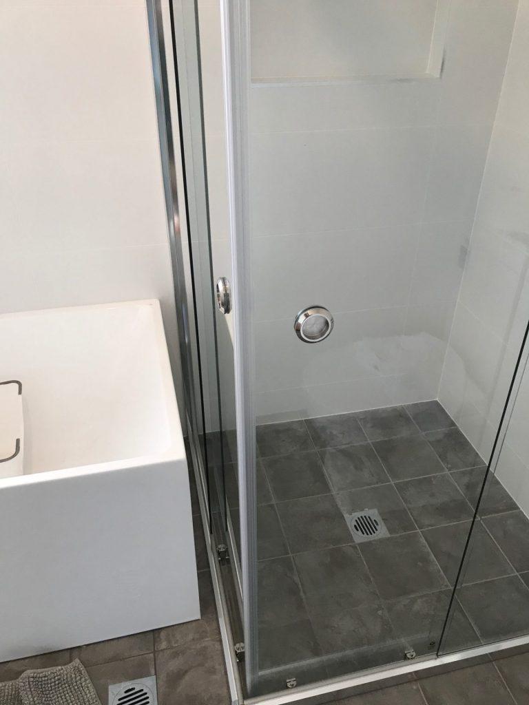 Semi-Frameless Showerscreen