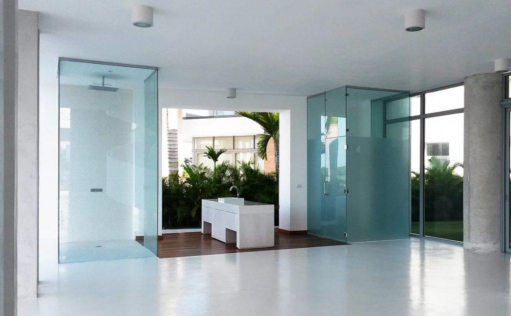 Showerscreens